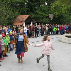 Ankunft der Staffel von der Freien Waldorfschule Graz in der Waldorfschule Karl Schubert Graz