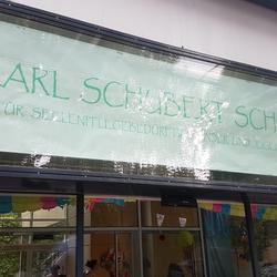 Ankunft der Staffel von Pötzleinsdorf in der Karl Schubert Schule